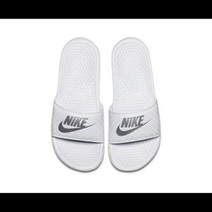 White nike sandals size 7 for women